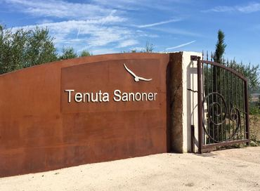 Visit to the Tenuta Sanoner estate for guests of the Hotel ADLER THERMAE Spa & Relax Resort